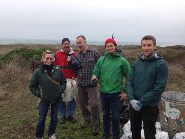 Montara Beach Cleanup Volunteers